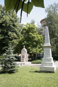"""Габрово. Братска могила до църквата """"Успение на Пресвета Богородица"""" на загиналите от 14 пехотна дивизия"""