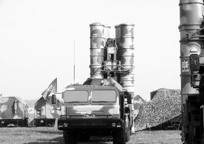 Ракетни комплекси С-400 за първи път на бойно дежурство в ленинградска област
