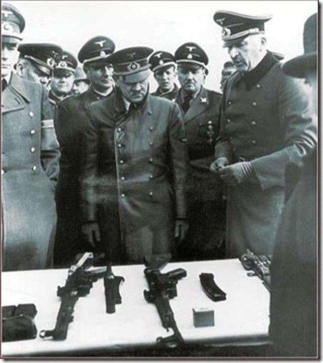 По какво си приличат и по какво се различават АК-47 от StG-44.