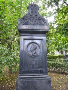 Гробът на Глинка в Тихвинското гробище, Александро-Невската лавра.