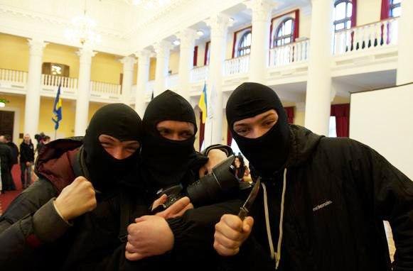 Тълпа бандити управлява народа и политиците в Украйна