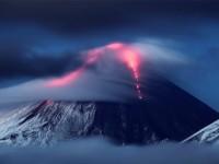 Камчатка примамва с вулкани и Долината на  гейзерите