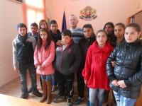 """Млади приятели на Русия от Карнобат се срещнаха с  председателя на Дружество """"Русофили"""" в града"""