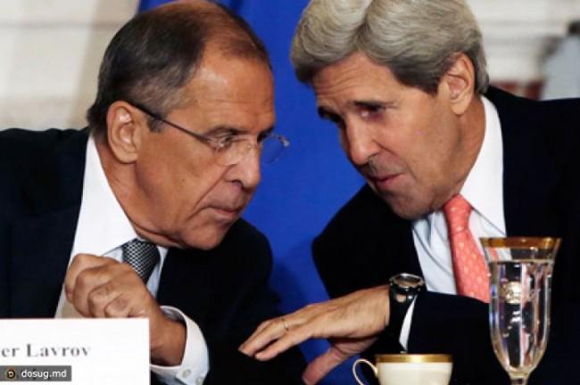 Повече от три часа продължават преговорите между Лавров и Кери