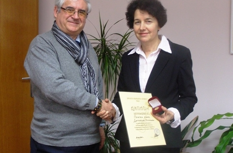 Бардът Милен Тотев връчи отличия на кмета на Добрич