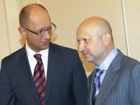 Турчинов и Яценюк ще забранят достъпа в Крим
