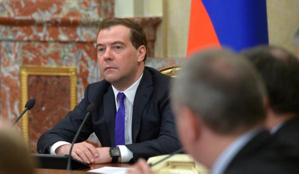 Медведев нареди да бъде построен мост от Русия към Крим