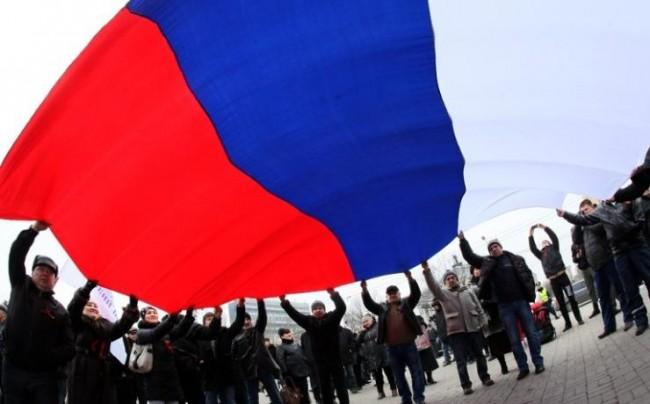 В Симферопол се провежда многохиляден проруски митинг