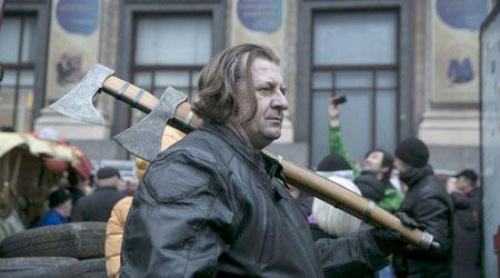 Анархия в Украйна: въоръжени майдановци водят война срещу народа си