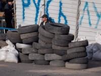 Луганск укрепва барикадите