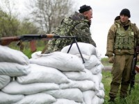 Украински военни превзеха два блокпоста в Славянск