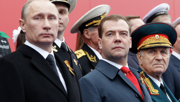Путин и Медведев ще празнуват Деня на Победата над фашизма в Крим
