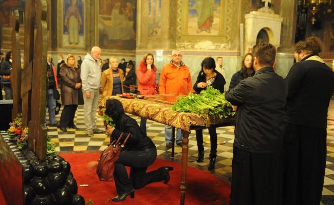 Софиянци изпълниха храмовете на Разпети Петък