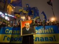 """Факелното шествие на """"Десен сектор"""" в Киев завърши със сбиване"""