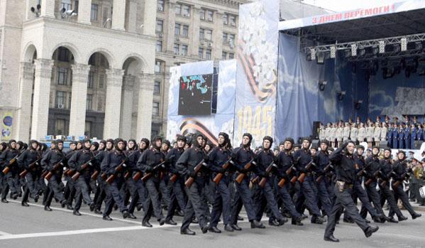 Киевските власти отложиха парада на Победата