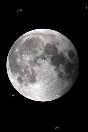 """""""Независимая Газета"""": Русия планира да се закрепи на Луната завинаги"""