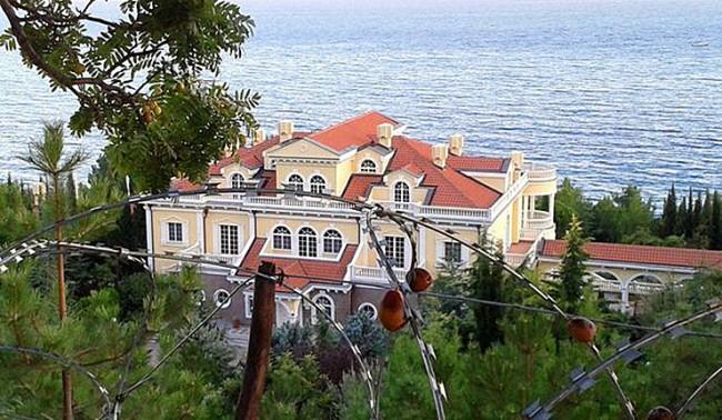 В Крим ще покажат плажовете на украинските политици и олигарси