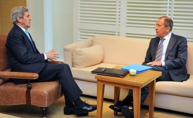 Джон Кери и Сергей Лавров с взаимни призиви за Украйна