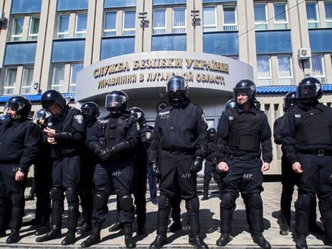51 души излязоха от окупираната сграда на СБУ в Луганск
