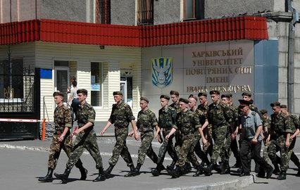 СМИ: Повече от 140 кримски курсанта не могат да напуснат Харков