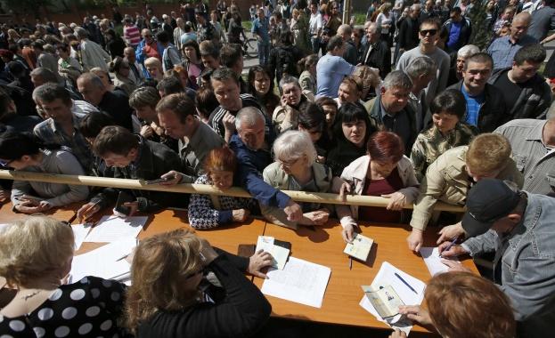 """В Донецк са гласували """"за"""" независимост почти 90%"""