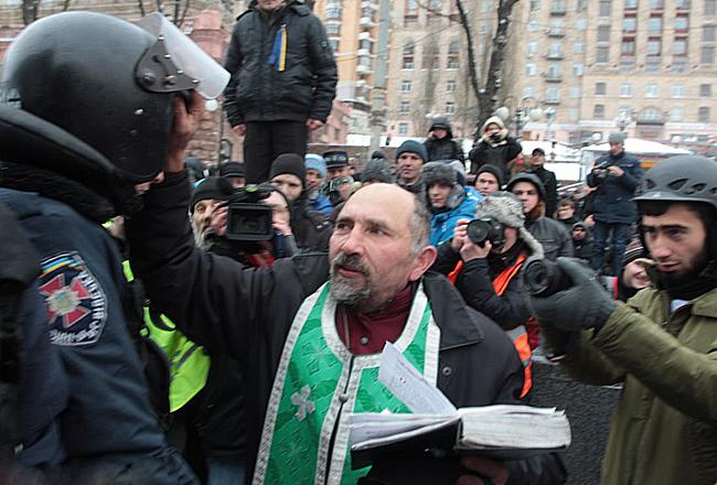 В Украйна се засилва гонението на православни свещеници