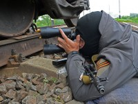 """Опълченците атакуваха базите на Националната гвардия и """"Десен сектор"""" в Славянск"""