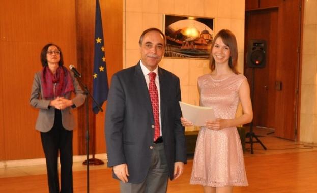 Наградиха руски студенти за превод на българска