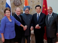 (L-R) Brazil's President Dilma Rousseff, Russia's President Vladimir Putin, India's Prime Minister Manmohan Singh, China's President Hu Jintao and South African President Jacob Zuma pose for a picture after a BRICS leaders' meeting in Los Cabos June 18, 2012.  The leaders are in Los Cabos, Mexico, for the G20 Summit.     REUTERS/Victor Ruiz Garcia (MEXICO - Tags: POLITICS) - RTR33TPF