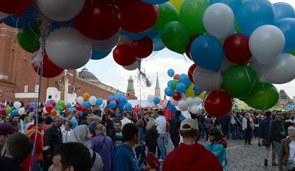 Първомайските демонстрации в Севастопол и Симферопол станали най-масовите през последните години