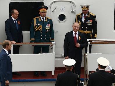 Путин прие парада по случай Деня на победата в Севастопол