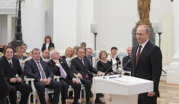 """Путин: Русия е построена със """"златните ръце"""" на народа"""