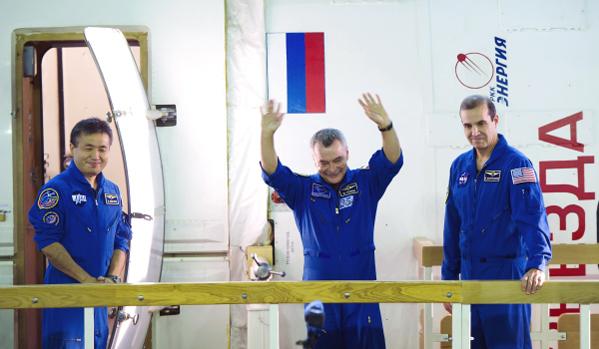 Екипажът на МКС се върна на Земята