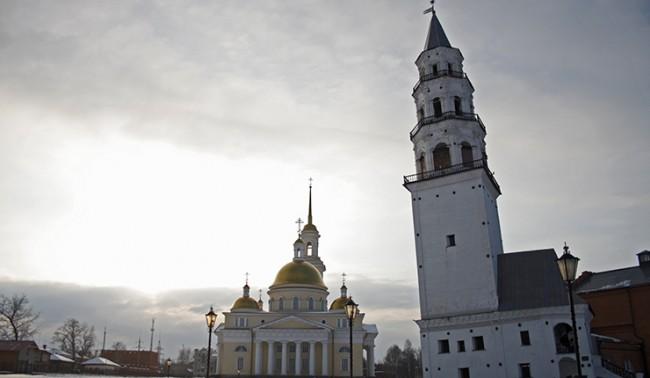 Уралската пизанска кула