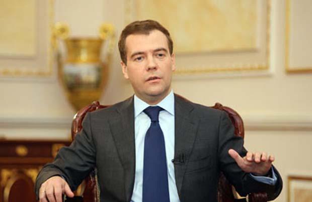 Дмитрий Медведев: Във връзка с налаганите санкции, Русия има два варианта за развитие на икономиката