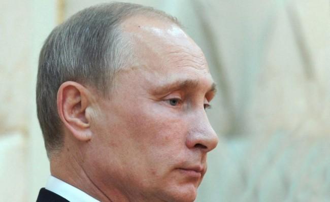 Путин в Севастопол: Уважавайте правата на руснаците