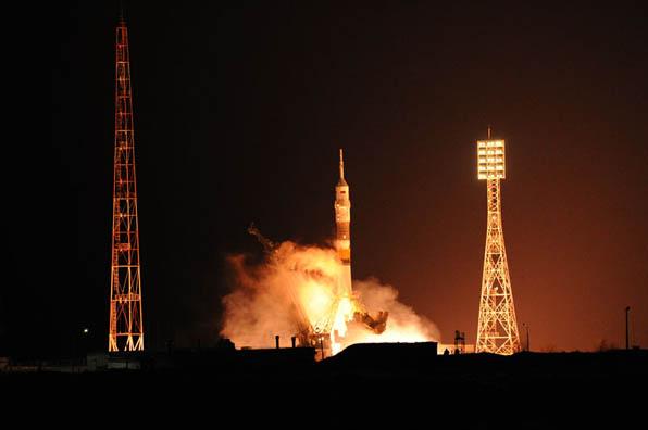 Съюз ТМА-13М се скачи успешно с Международната космическа станция