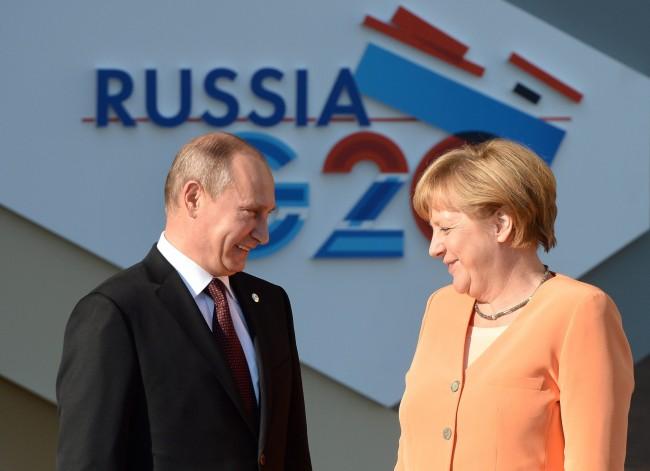 Ангела Меркел не вижда причини за допълнителни санкции срещу Русия към момента