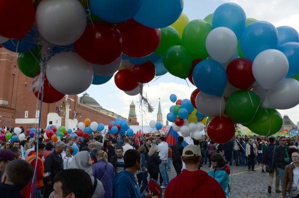 На първомайски демонстрации са излезли над 2,5 милиона руснаци