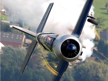 Въздушен бой имитираха над Волга край Самара