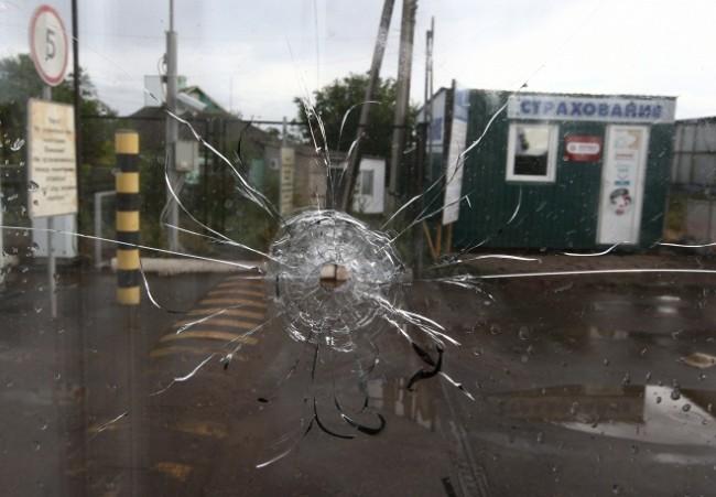 """Руски граничари и митничари изведоха от обстрела в """"Изварино"""" 2 хил. украинеца"""