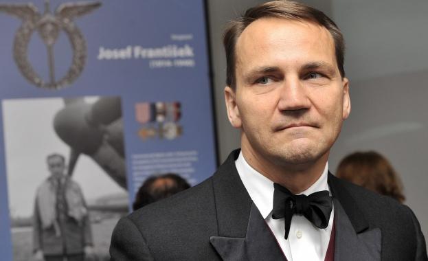 """Полският външен министър: страната ни е """"роб"""" на САЩ!"""