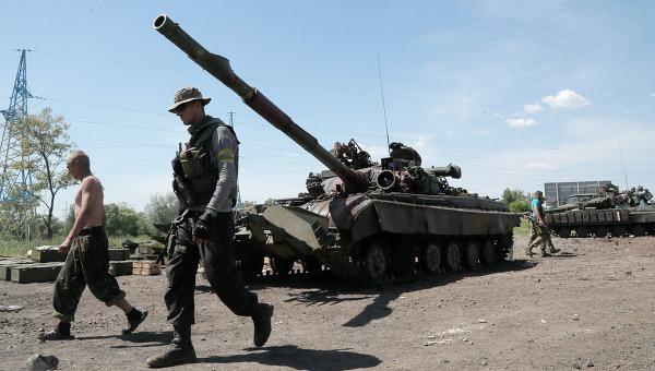 Колона от украинска бронетехника обкръжава Луганск