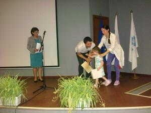 3-годишната_Виктория_Кирезова_получава_специален_приз_на_журито