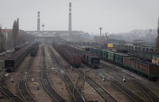 В Луганска област взривиха две жп линии