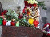 Жители на Киев полагат цветя пред руското посолство