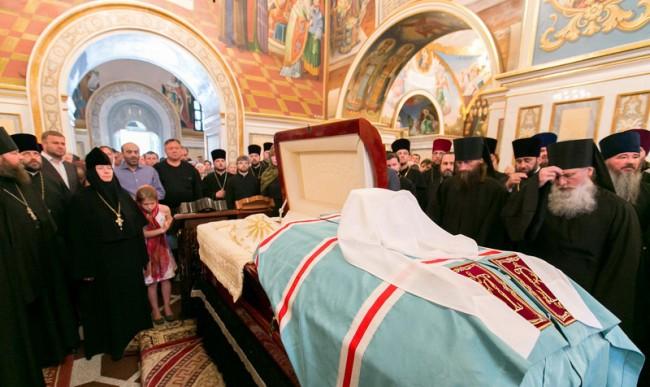 В Киев се сбогуват с главата на УПЦ митрополит Владимир