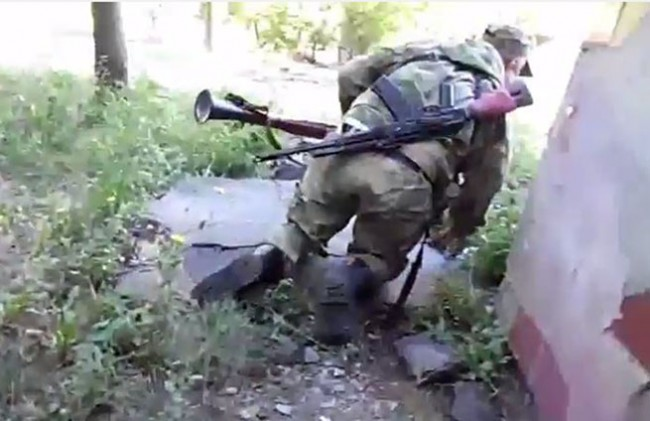В Донецк обстрелват жилищни сгради