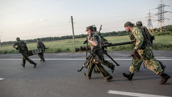 Опълченците обсадиха летището в Донецк
