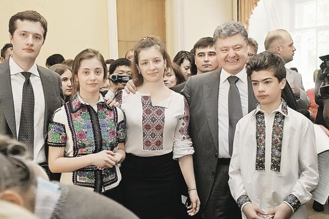 Децата на украинските управници пишат романи и се къпят във вино